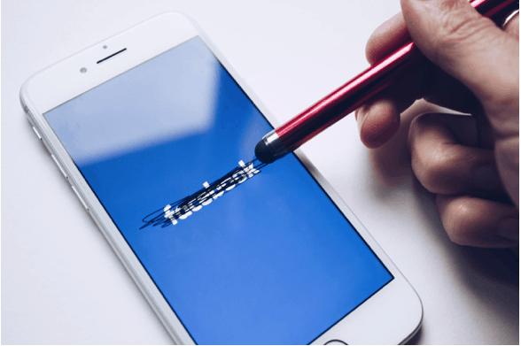 Mistrust on Social Media